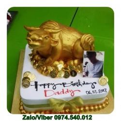 SU07 Mẫu bánh sinh nhật con trâu vàng sang trọng